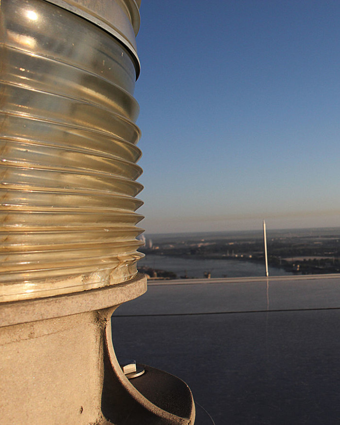 12.There are six 1/2 by 20 inch lightning rods plus an aircraft light on the top of the arch.