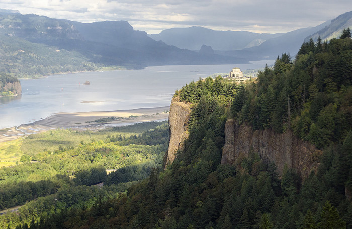 5. The Crown Point Vista House perched atop the dramatic and beautiful Columbia River Gorge.