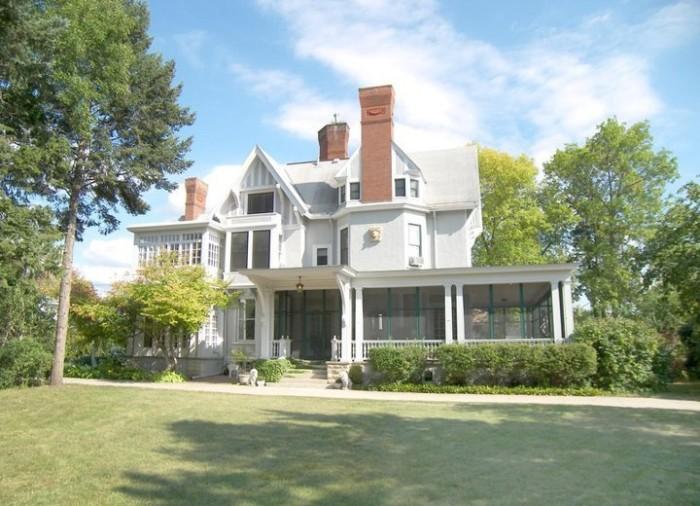 9. Alexander Mansion Bed & Breakfast, Winona