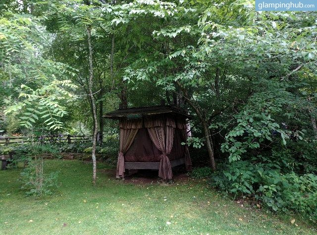 7. Lovely Huts In A Peaceful Mountain Retreat, Pisgah National Forest