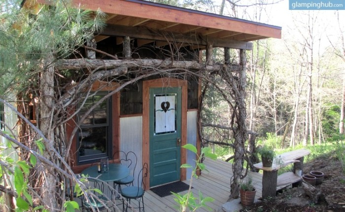 2. Romantic Tree House Cabin, Asheville