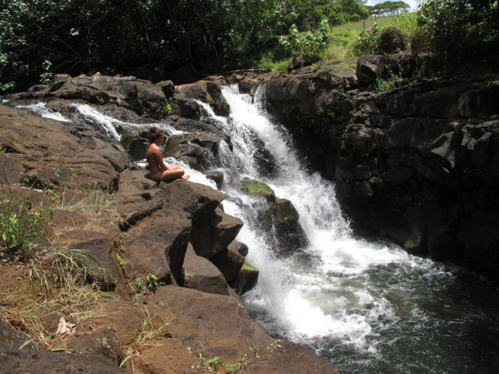 3. The site of the Mano de Dios Amber Mine where a lawyer decides that a respected paleontologist is needed for the project, supposedly set in the Dominican Republic, was actually filmed near Hoopii Falls, on the Kapaa Stream.