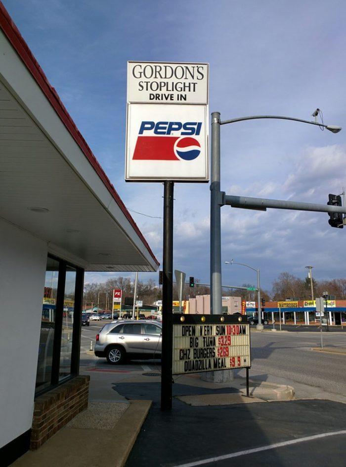 4.Gordon's Stoplight Drive-In, Crystal City