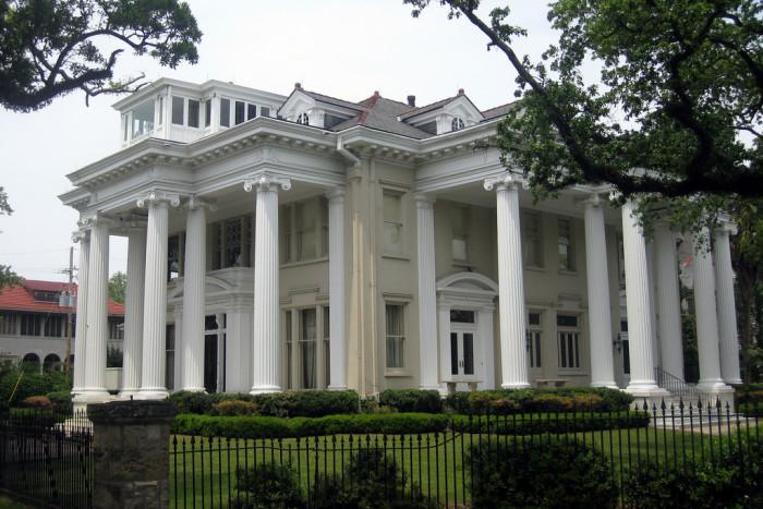 14) Audubon Place, a Georgian Revival house