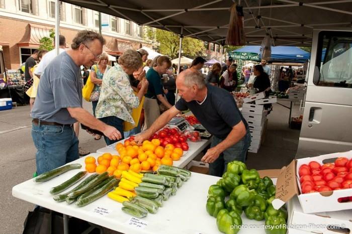 5. Fresh food can be found around every corner.