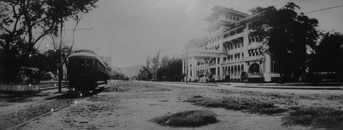 """6. The famous destination was first introduced to the world in 1901 when the Moana Surfrider was built on its shores. It is often referred to as """"The First Lady of Waikiki."""""""