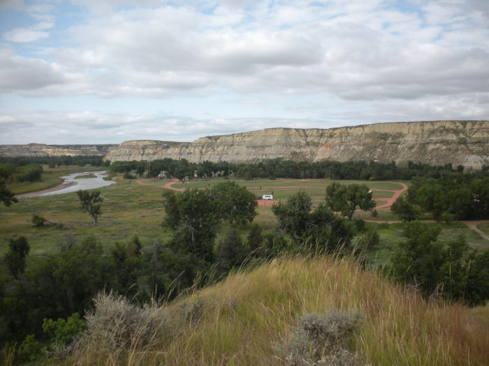 The park is near Medora and has some of the most fantastic scenery in the area. Towering buttes and colorful canyons form the valley that the Little Missouri River snakes through.
