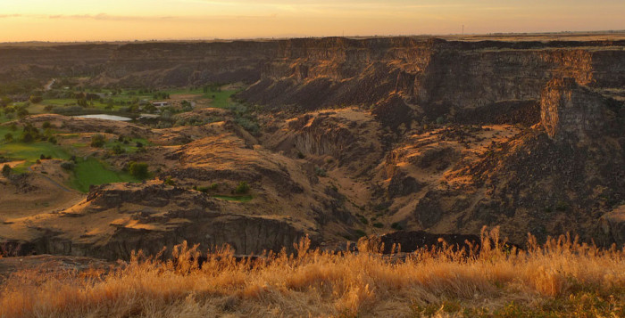 10. The Snake River Canyon's true colors are shown in this photo.