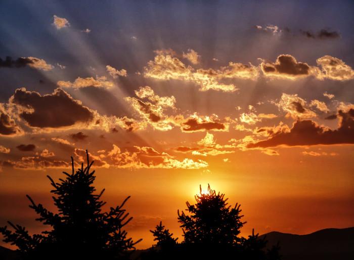1. Wake up early each morning to enjoy a beautiful Nevada sunrise.