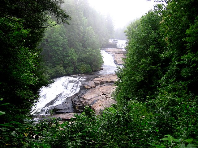 640px-Triple_Falls,_North_Carolina_(8-11-2006)