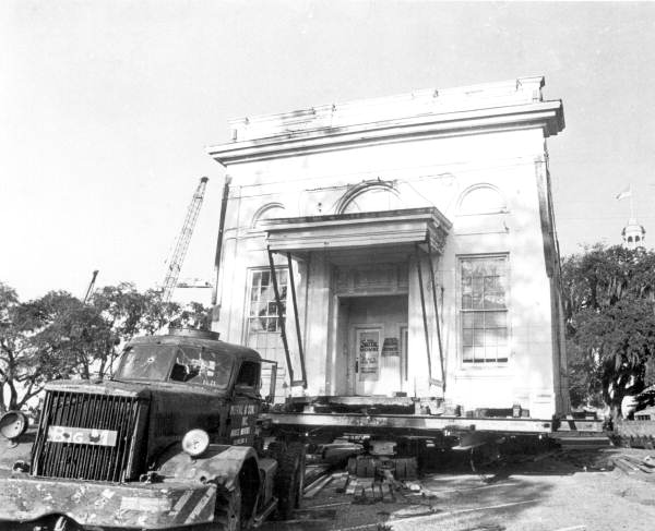 10. Union Bank Building during move: Tallahassee, 1971