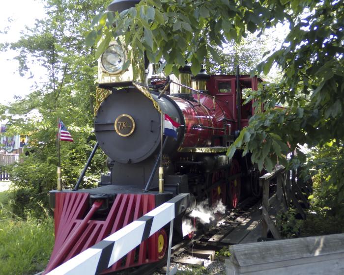 7.Tommy G. Robertson Railroad (Six Flags St. Louis)