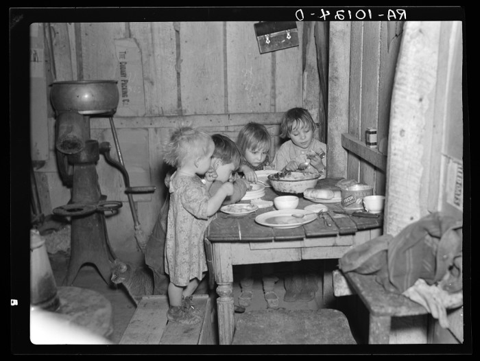 9. Others had to make do with far less. This is what Christmas dinner looked like in the home of Earl Pauley near Smithfield, Iowa. Dinner consisted of potatoes, cabbage, and pie. (1937)
