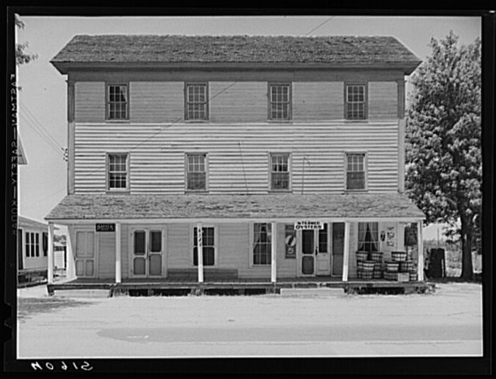 11. A house on the Main Street of Mardela.