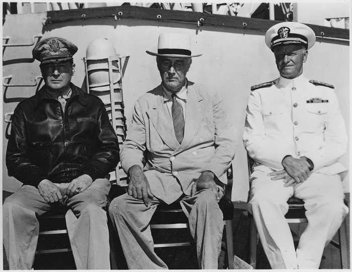 9. Franklin D. Roosevelt, General MacArthurt and Admiral Nimitz at Pearl Harbor in July 1944.