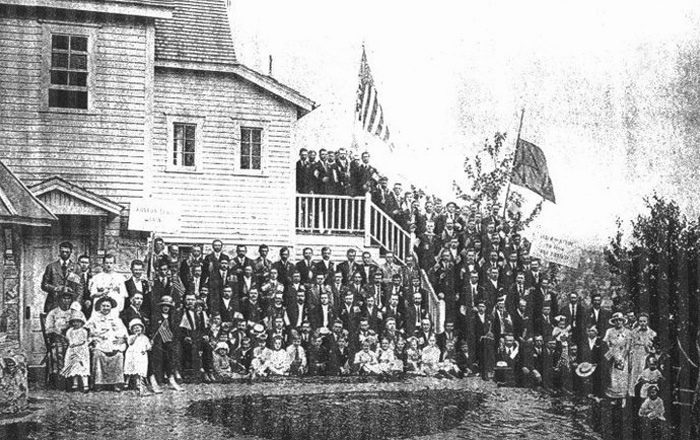 9. The Russian Orthodox Church in Berlin had a large congregation in 1915.