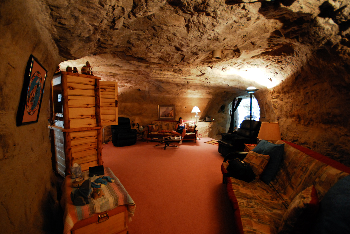 15 amazing underground destinations in america - The subterranean house fighting small spaces ...