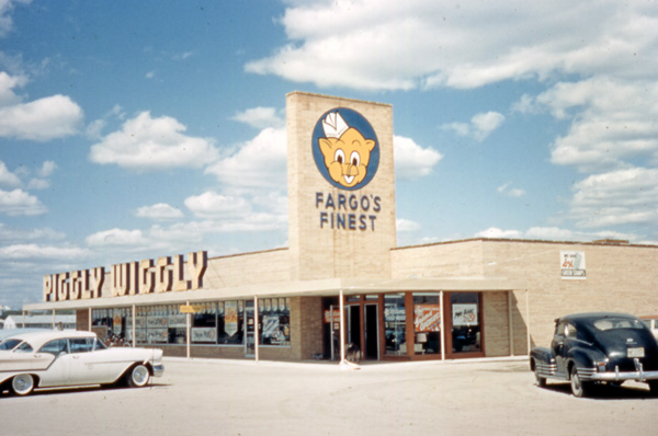 4. Piggly Wiggly grocery store in Fargo, ND - 1957