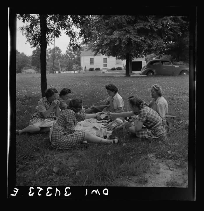 18. A canning lunch in south eastern Louisville, 1943.