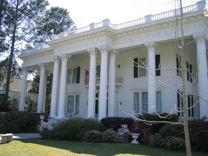 10. Alabama's gorgeous antebellum homes will definitely take you back in time.