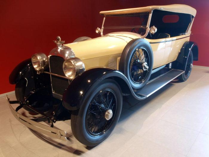 2. Auburn Cord Duesenberg Automobile Museum – Auburn