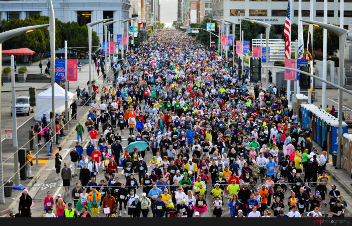 2. Battle the runners, the partiers, and the nudists for 7 miles, from the Bay to the Breakers.