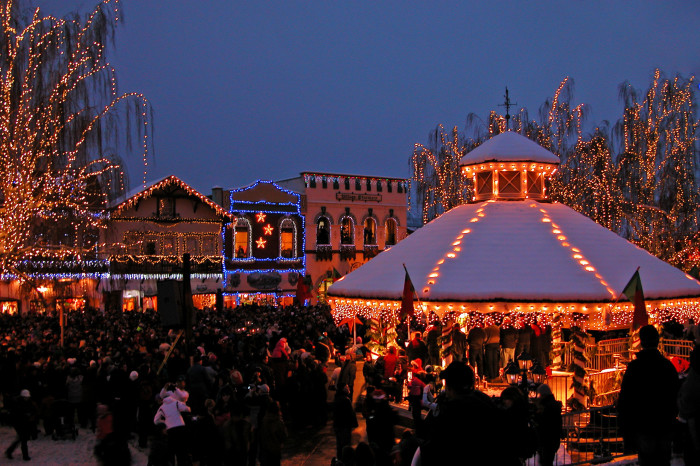 5.  Leavenworth Christmas Tree Lighting Festival