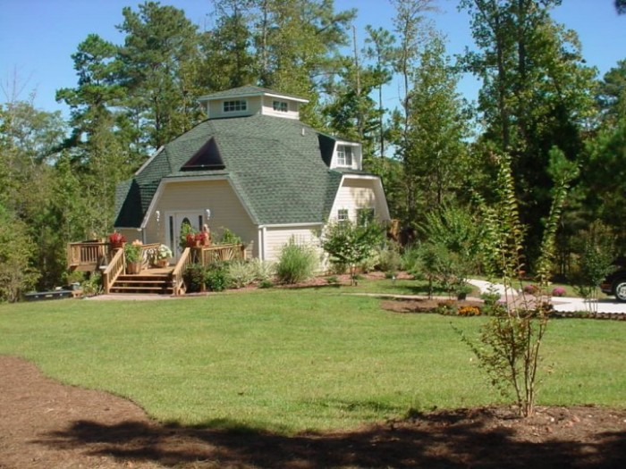 these bizarre dome houses are popping up all over alabama