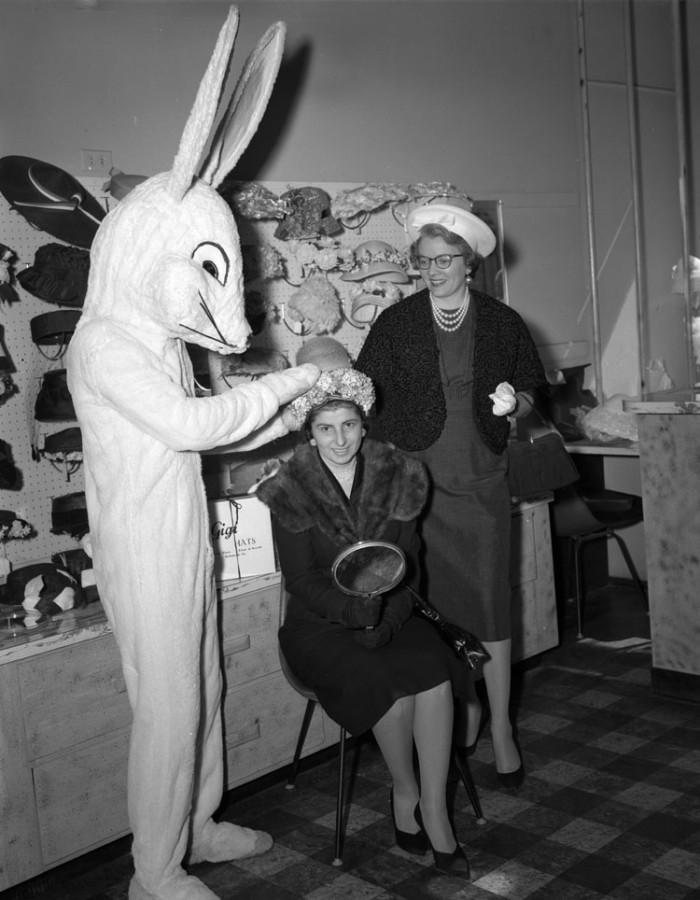 12. Photos with the Easter bunny (1959)