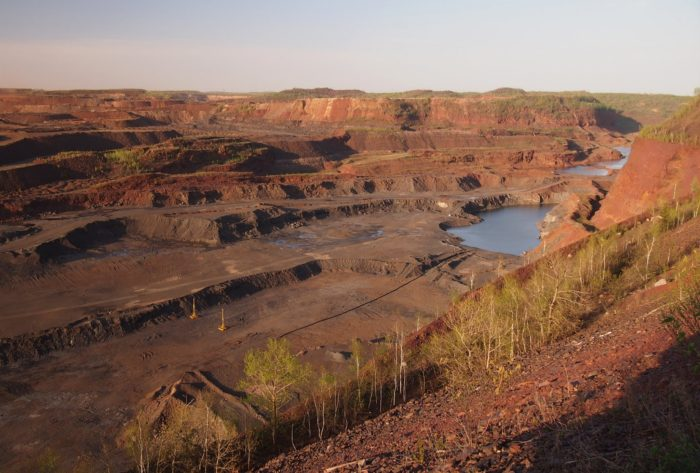 4. The Hull-Rust-Masoning Mine is huge. So huge in fact, that it's one of the world's largest open pit iron mines.