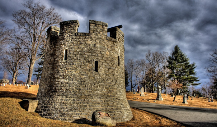 10 Disturbing Cemeteries In Maine To Give You Goosebumps