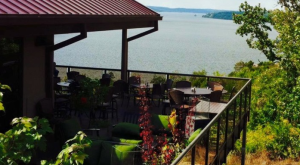 17 Incredible Waterfront Restaurants Everyone In Missouri Should Visit