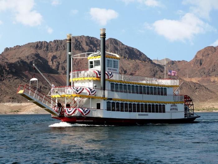 10. Enjoy a Lake Mead dinner cruise.