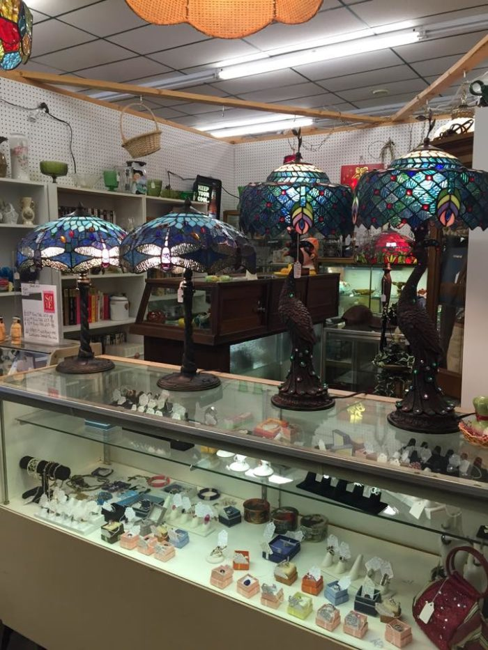 10 West Virginia Antique Shops You Have To Visit