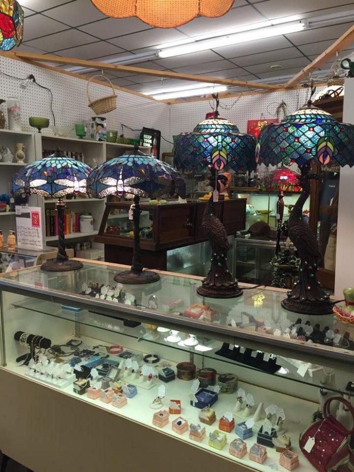 10 West Virginia Antique Shops You Have To Visit