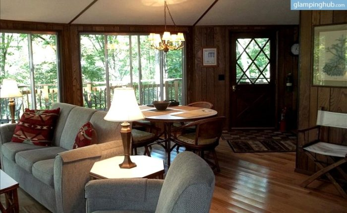 Parkers Lake Tree House inside.