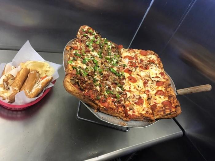 Pizza Montese  food