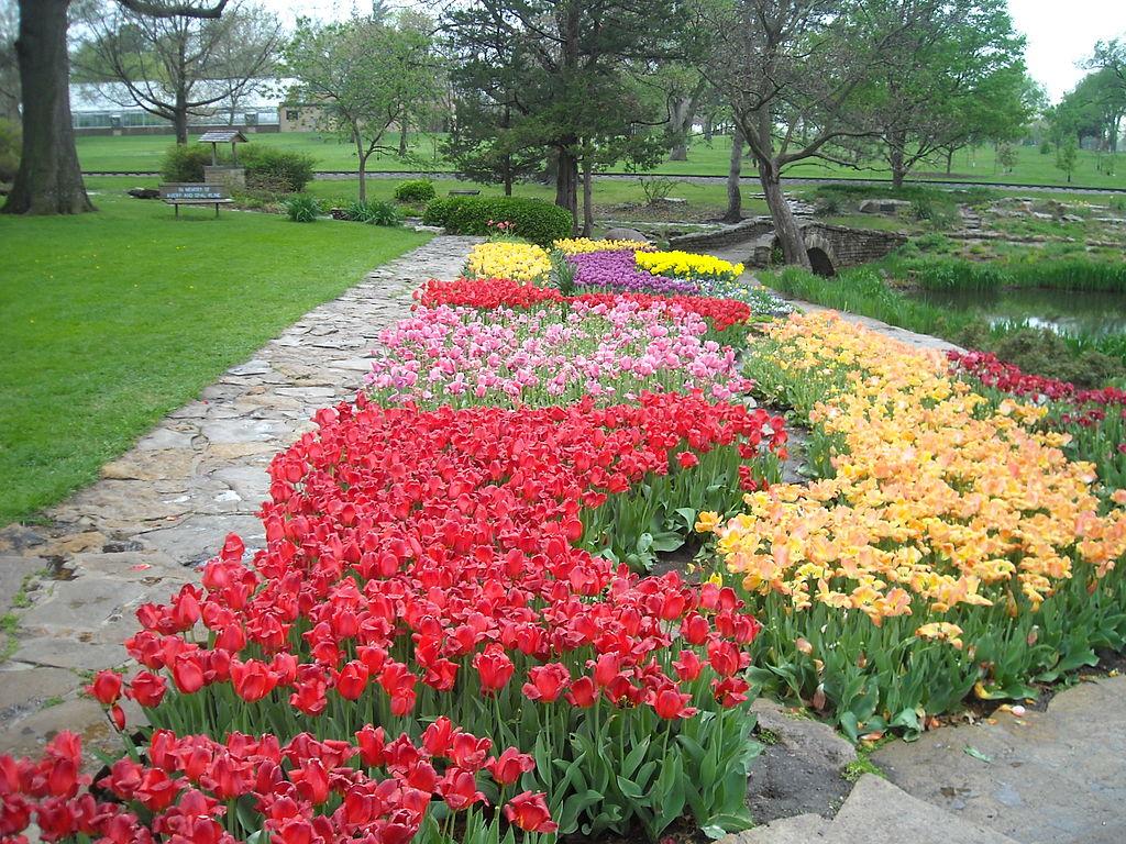 12 Amazing Hidden Gardens To Visit In Kansas This Spring