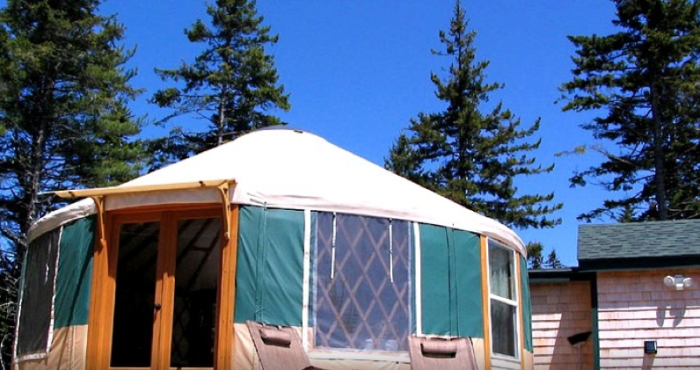 9. Secluded Yurt with Water Access, Rockland
