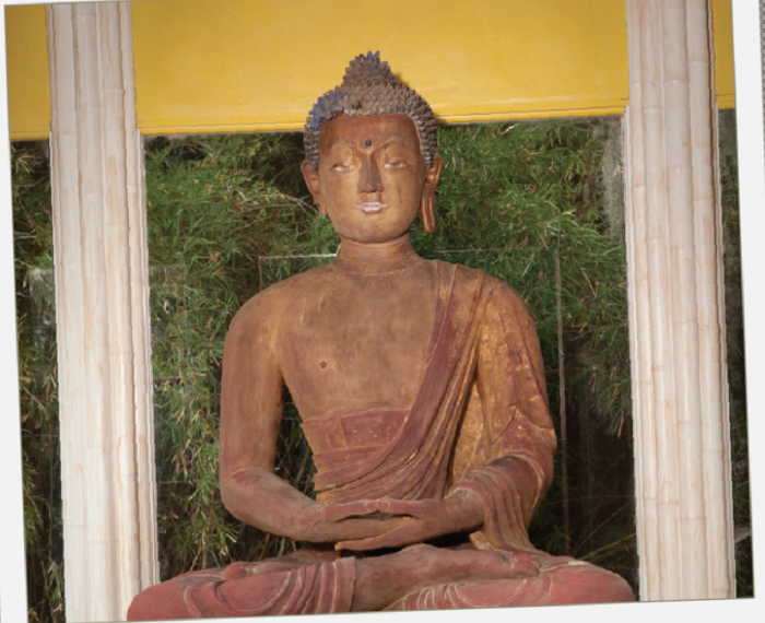 8. A sacred Buddha statue that is said to be more than 900 years old can be found in Jungle Gardens.