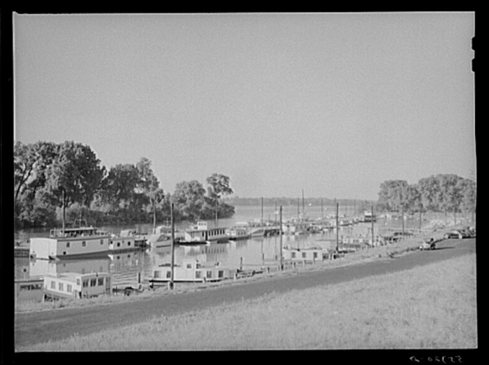 4. The Yacht basin in 1940.