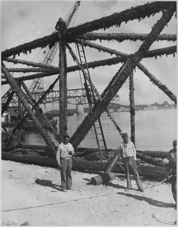 4. Bridge cleaning and maintenance in Yorktown (1951)