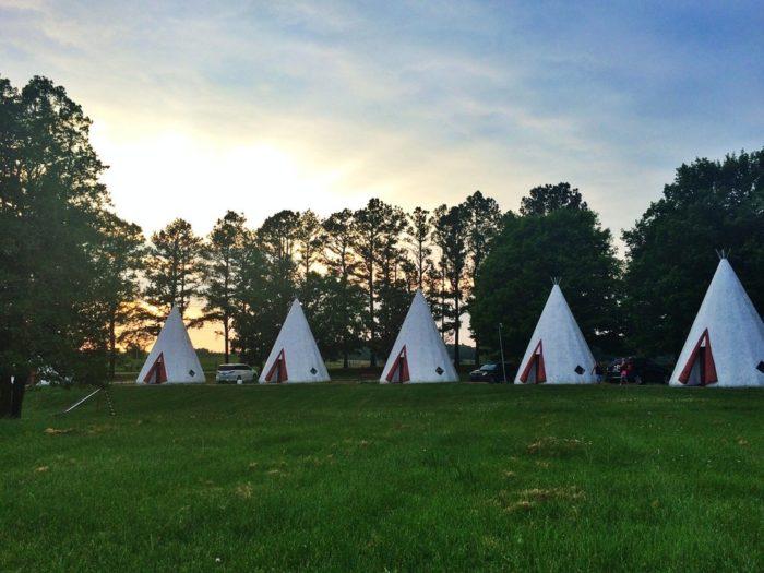 4. Wig Wam Village Inn at 601 N Dixie Hwy in Cave City