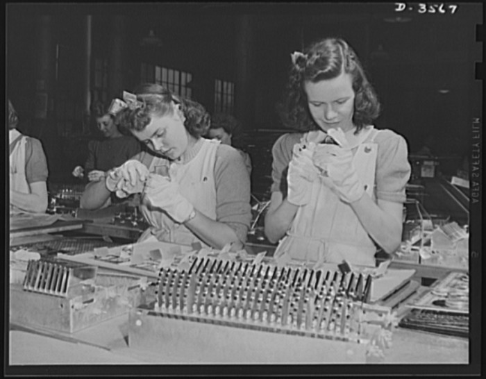 3.Women working at the Wadsworth Watch Company to prepare compacts and watch plates for conversion into bomb parts.