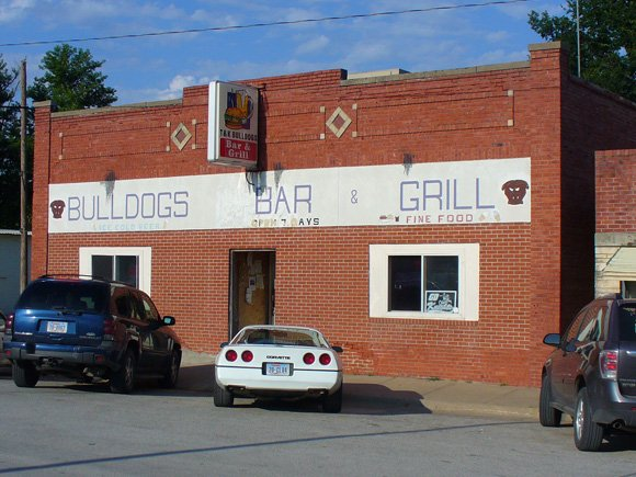 2. Bulldog's Bar and Grill, Murdock