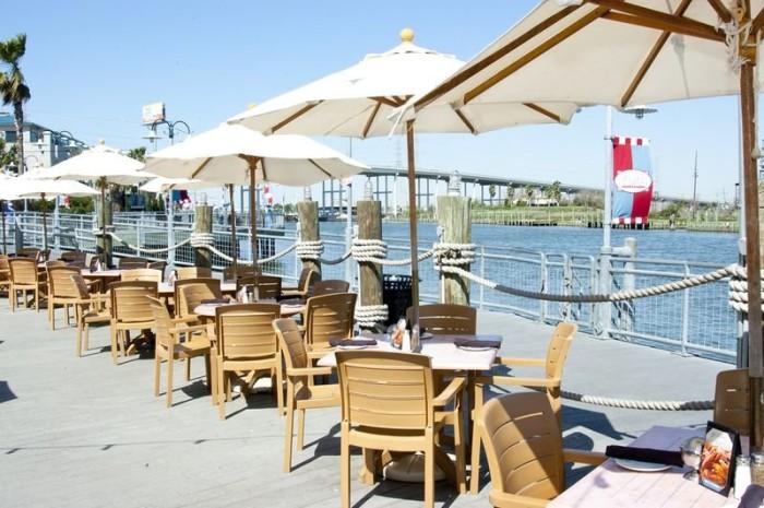 6. Flying Dutchman Restaurant & Oyster Bar (Kemah)