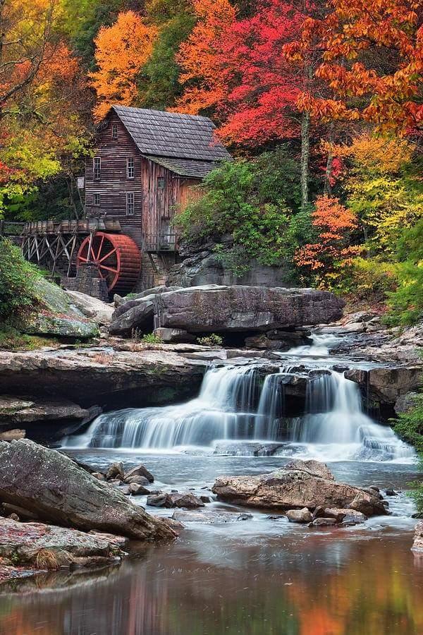 4. Glade Creek Grist Mill, Clifftop