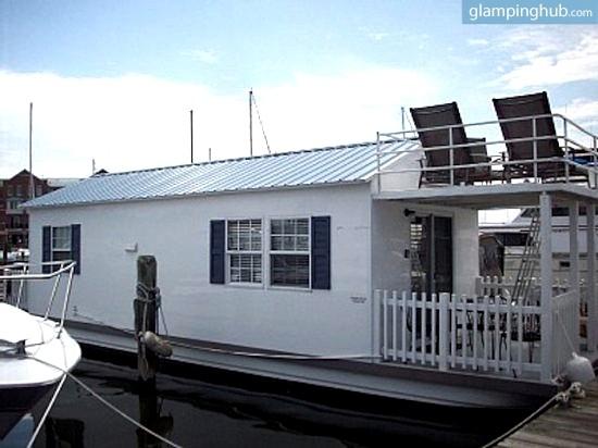 1. Cozy Houseboat, Fells Point