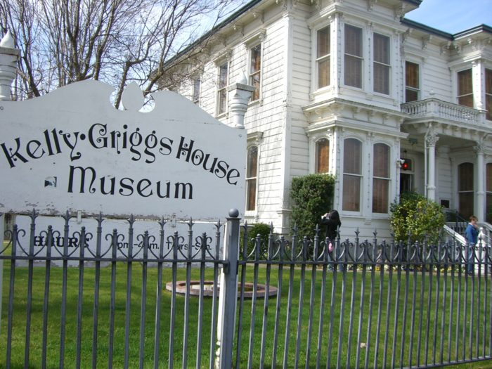 4. Kelly-Griggs Victorian, Red Bluff