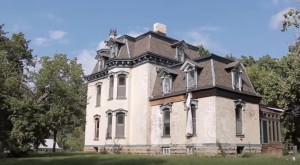 What Remains Inside This Victorian Mansion In Missouri Is Hauntingly Beautiful
